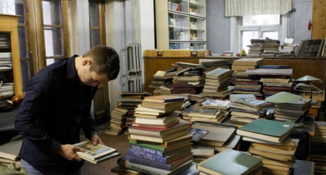 Депутаты горсовета запретили в декабре отправлять библиотекарей в неоплачиваемый отпуск