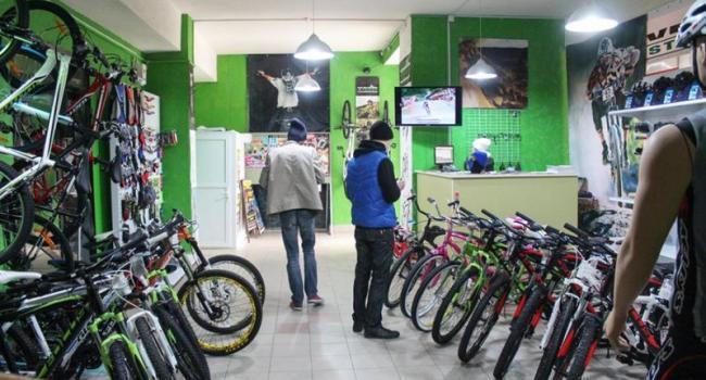 В центре Кременчуга украли сразу семь велосипедов и лом