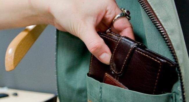 В Кременчуге крадут телефоны и кошельки во время шоппинга