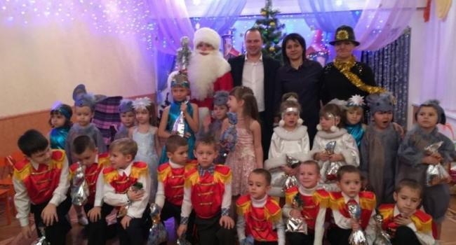 Маленькие кременчужане детсада №74 получили новогодний подарок от А. Березянского