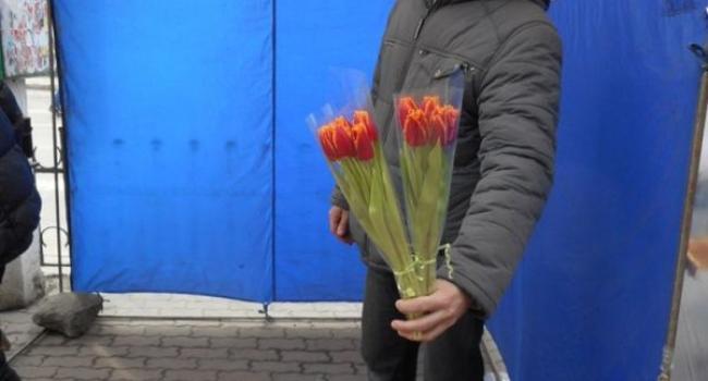 Розы, тюльпаны и мимозы: цены к 8 Марта