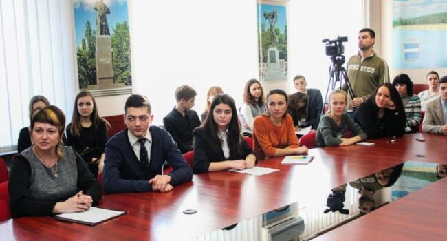 Юным дипломатам Кременчуга пообещали интересные встречи в мэрии