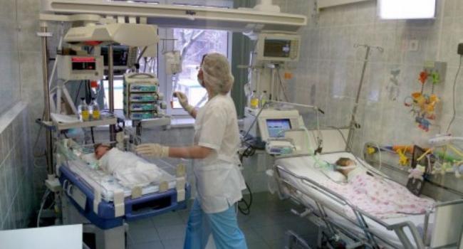 В реанимацию детской больницы с ожогами головы и рук доставлен годовалый ребенок