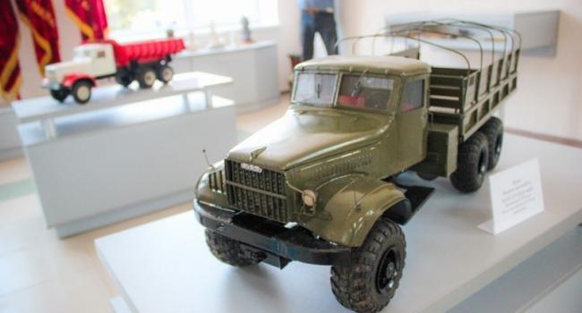 КрАЗ с новым музеем: от Ленина и Шевченко до моделей машин и конвейерных часов
