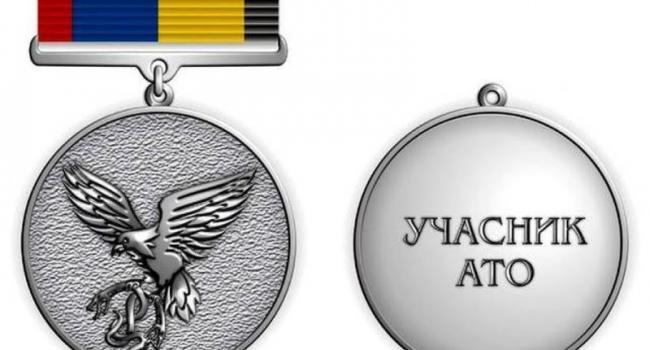 В Кременчугском военкомате военнослужащим вручили нагрудный знак «Участник АТО»