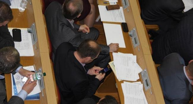 Фото: мобильные телефоны кременчугских чиновников