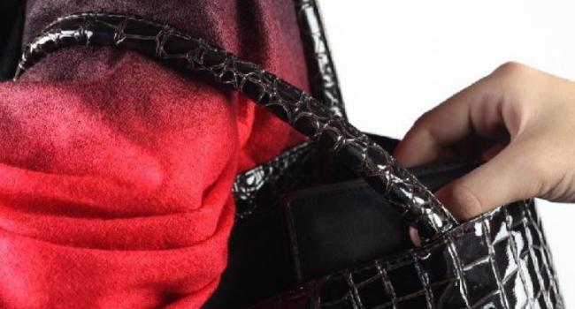 Суд условно осудил воровку, которая «работала» по ночам в ТРК «Европа»