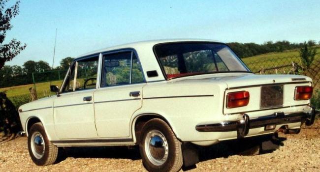 Дожились: гараж не спас ВАЗ-2103 от угона