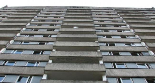 На Занасыпи с 9-го этажа выпал мужчина (дополнено)
