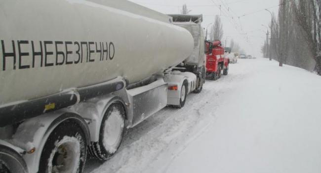 Застрявшие фуры на дорогах Кременчуга три раза останавливали движение троллейбусов