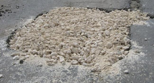 Энергетики не обещают кременчужанам быстро асфальтировать ямы на дорогах