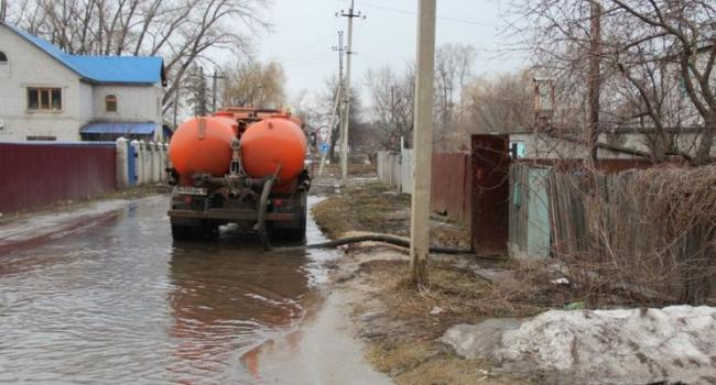 В Кременчуге вода «подходит» к подвалам домов