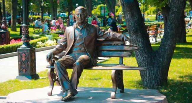 Скульптуру Бабаева демонтировать – решение суда в Харькове