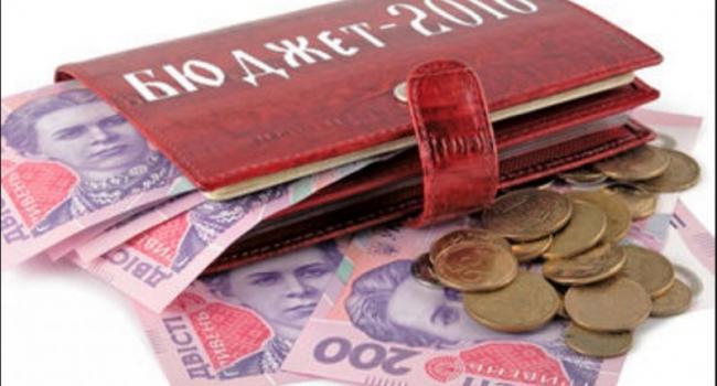 Планшеты депутаты не получат, а на УЖКХ дали 100 млн. грн.