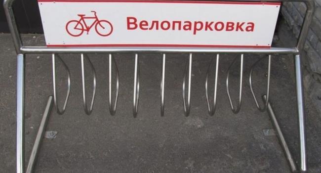 Завтра возле исполкома появится парковка для велосипедов