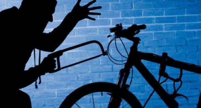 """Из сарая """"угнали"""" 4 велосипеда и газонокосилку"""