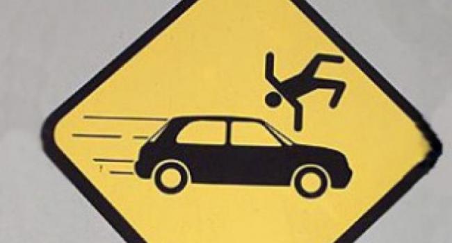 На Молодежном, на пешеходном переходе, автомобиль сбил женщину