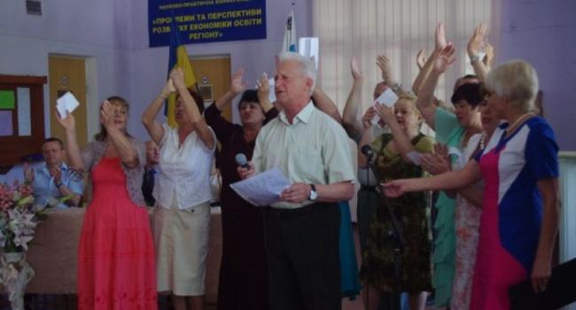 В Кременчуге выпускники почетного возраста получили дипломы