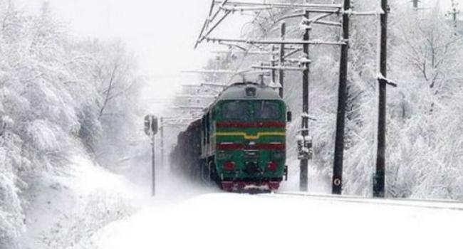 Поезд из Херсона в Кременчуг опаздывает уже на 7 часов
