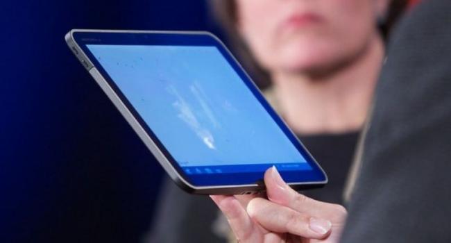 Мэр Малецкий говорит, что планшеты депутатам нужны для экономии бумаги