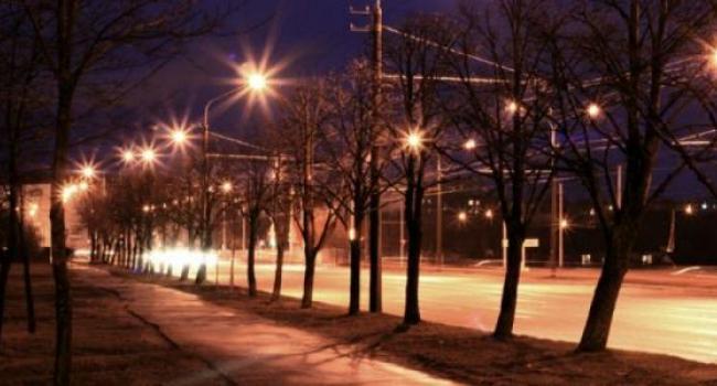 Кременчужанам к сведению: когда в городе должны включать и выключать уличное освещение