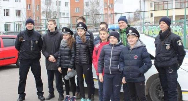 Кременчугские школьники ненадолго стали патрульными полицейскими