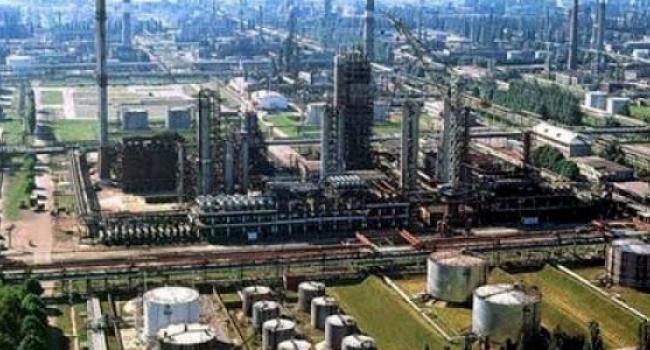 «Укртатнафта» не имеет отношения к взрыву емкости на нефтебазе