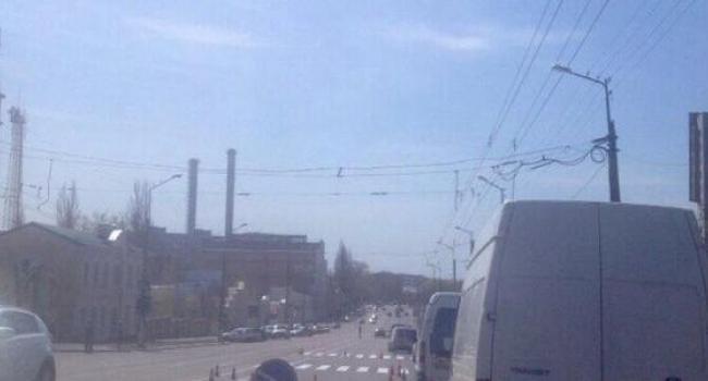 Фотофакт: коммунальщики «метят» центральную автомагистраль города