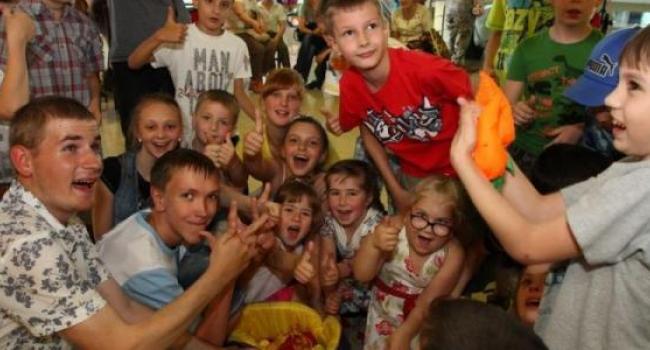 Депутаты поздравили детей с особенными потребностями