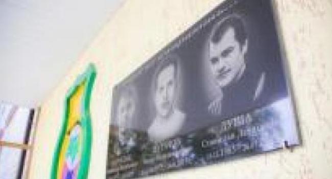 На здании гимназии №5 открыта мемориальная доска погибшим выпускникам-АТОшникам
