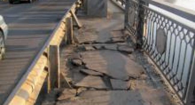 За состоянием асфальта на Крюковском мосту отвечает Кременчугский горсовет