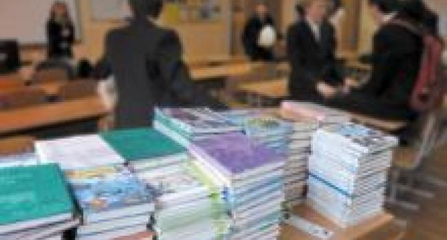 В Кременчуге ученики 4 и 7 классов пойдут в школы без новых учебников
