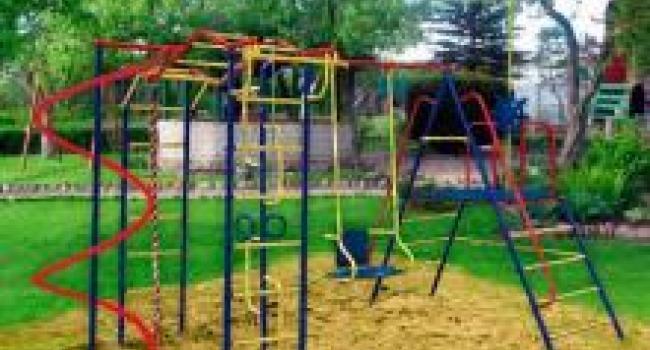 В кременчугских дворах установят 4 детские площадки