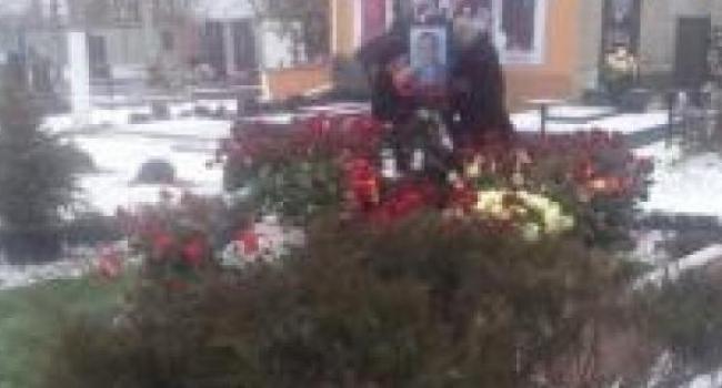 На Новореевском кладбище помянули Бабаева