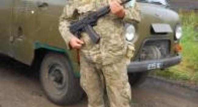 Фотофакт: майдановец Харченко взял в руки оружие