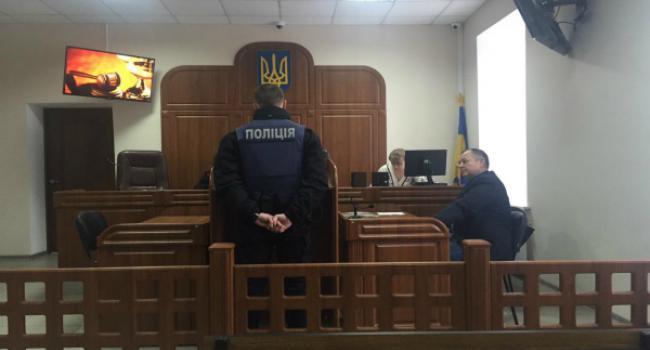 Кременчугский патрульный, которого горячо поддержали соцсети за украинский язык, проиграл суд активисту