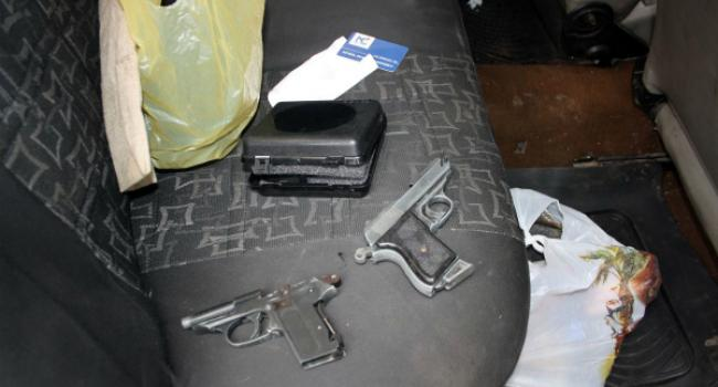 В Кременчуге в ходе патрулирования обнаружены оружие и наркотики