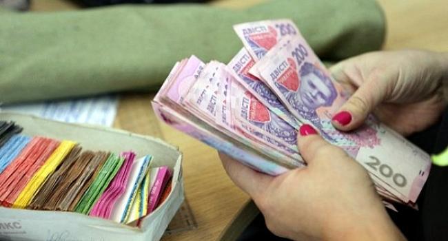 «Укрзализныця» с 1 марта повысила зарплату железнодорожникам на 25%