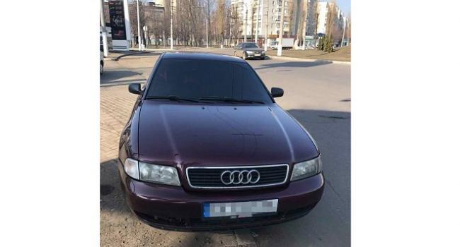 Проверяя номерное обозначение кузова, патрульные полицейские заметили признаки внесении изменений в идентификационный номер автомобиля