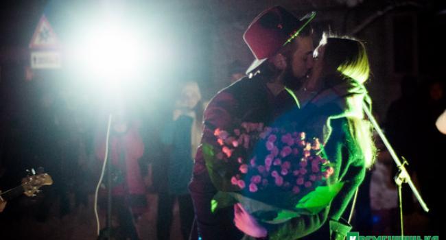 Серенада Веронике – влюбленный студент в Кременчуге спел под балконом невесты