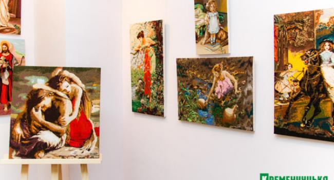 В галерее Юзефович выставка вышиваных работ