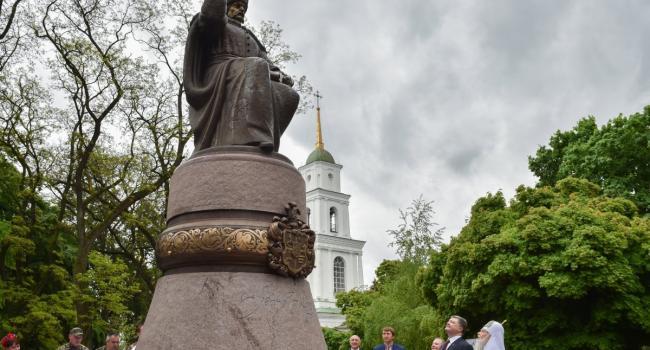 Облсовет, не дождавшись решения горсовета, принял памятник Мазепе на баланс Полтавского краеведческого музея