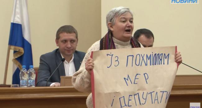 Мэра Кременчуга и депутатов горсовета поздравили с похмельем