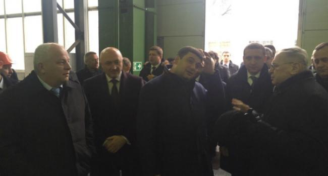 Премьер Гройсман в Кременчуге недоумевал – зачем закупали Hyundai, когда есть Тарпан