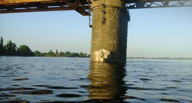 Фотодоказательство - Крюковский мост в Кременчуге разрушается