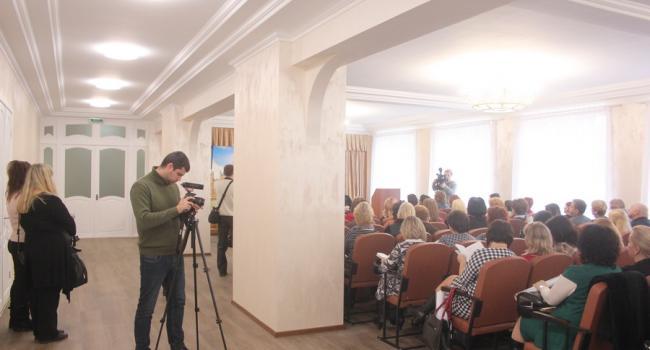 Мер Кременчука похизувався ремонтом актової зали в школі №10 перед педагогами з усієї України