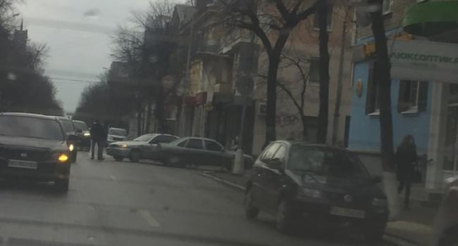 В центре Кременчуга столкнулись две легковушки