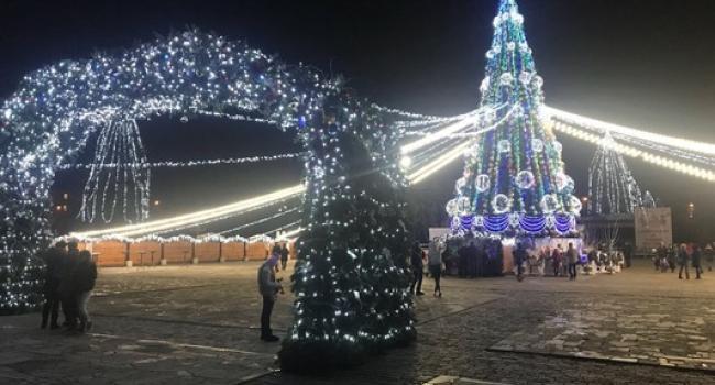 В Кременчуге перенесли официальное открытие главной елки