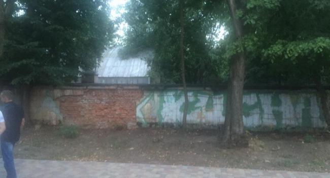«Стройку возле парка прикрыли баннером, а туалет в «Приднепровском» – нет! Пусть повесят «Ай лав Кременчуг».