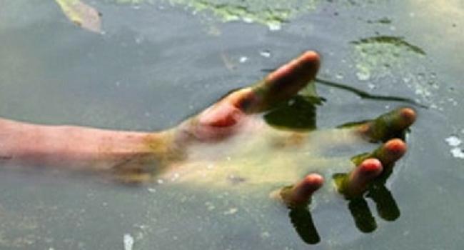 Рыбаки выловили в Днепре тело 16-летнего парня, который два месяца назад прыгнул с Крюковского моста